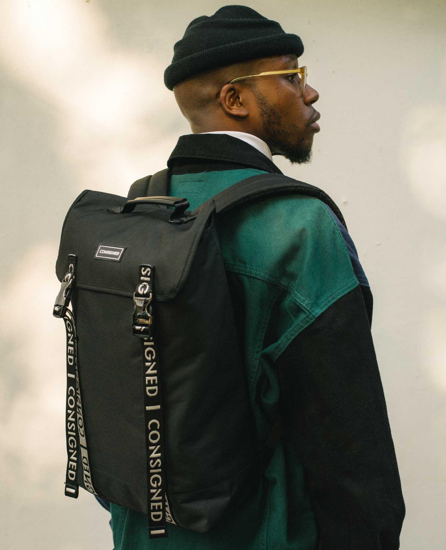 Che Lingo modeling the Helt Zane Backpack